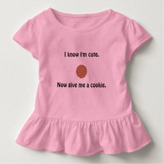 粋な女の子の波立たせられたTシャツ トドラーTシャツ