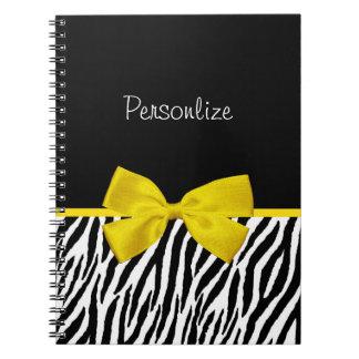 粋な白黒シマウマのプリントの黄色のリボン ノートブック