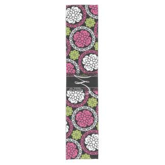 粋な花パターンショッキングピンクおよび黒いモノグラム ショートテーブルランナー