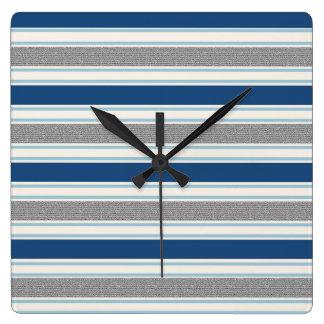 粋な銀製灰色および青い縞パターン スクエア壁時計