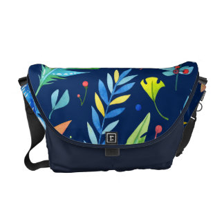 粋な青オレンジ花のBohoの羽パターン クーリエバッグ