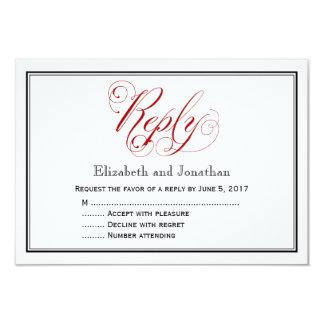 精巧な赤と白の原稿の結婚式の応答カード カード