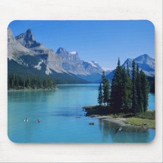 精神の島のMaligne湖でカヤックを漕ぐこと マウスパッド