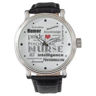 精神医学のナースのプライド属性か赤いハート 腕時計