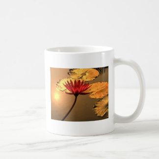 精神的なメッセージを持つ放射スイレン コーヒーマグカップ
