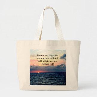 精神的なMATTHEWの11:28の日の出の聖なる書物、経典の写真 ラージトートバッグ