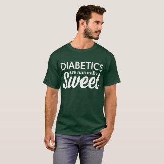 糖尿病患者は自然に甘いです Tシャツ