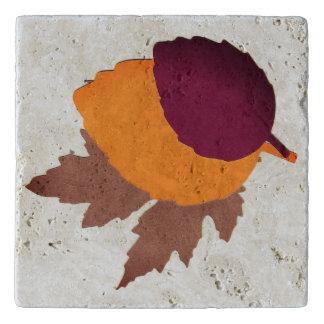 紅葉が付いているカスタムなTravertineの石Trivet トリベット