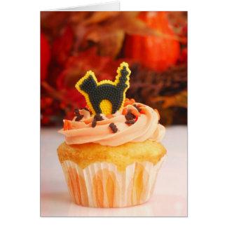紅葉が付いているハロウィンのカップケーキ カード