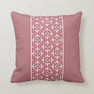 (紋章の)フラ・ダ・リの枕との豪華なピンク クッション