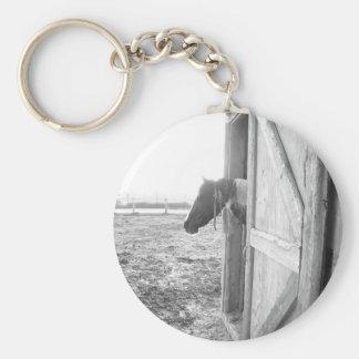 納屋の馬の白黒写真撮影 キーホルダー