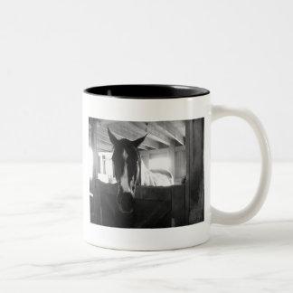 納屋の馬 ツートーンマグカップ