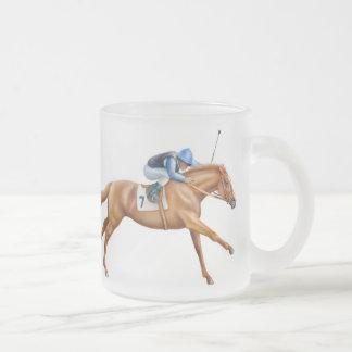 純血種の競馬馬によって曇らされるマグ フロストグラスマグカップ