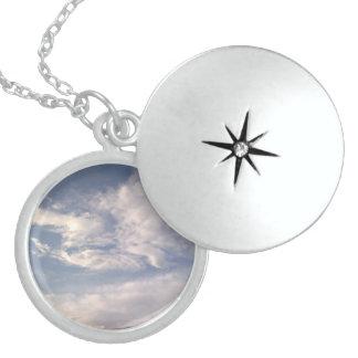 純銀製の雲のロケット スターリングシルバーネックレス