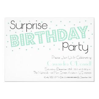 紙吹雪の驚きの誕生会の招待(ミント) カード