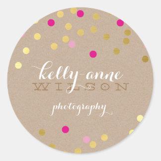 紙吹雪の魅力的でかわいい金ゴールドホイルはっきりしたなピンクのクラフト ラウンドシール