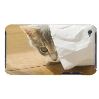 紙袋に隠れている子ネコ Case-Mate iPod TOUCH ケース
