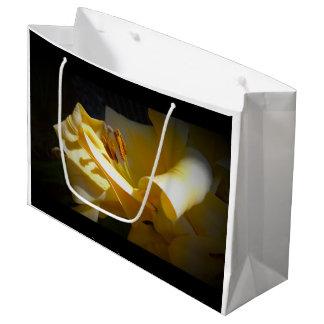 紙袋の黄色いユリ ラージペーパーバッグ