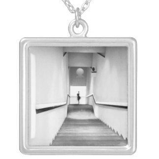 素晴らしいフランスの近代美術の階段博物館 シルバープレートネックレス