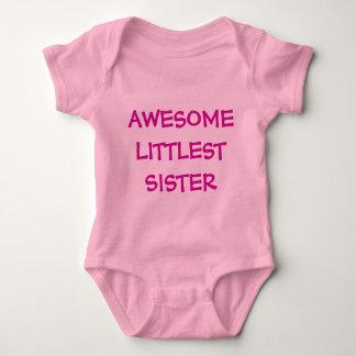 素晴らしい妹のピンクのベビーの用品類 ベビーボディスーツ