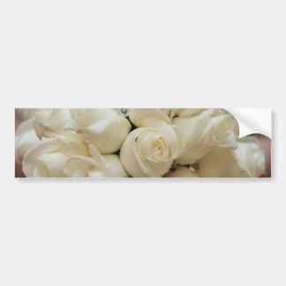 素晴らしい白いバラの結婚式の花束 バンパーステッカー