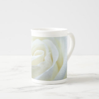 素晴らしい磁器の白いバラのマグ ボーンチャイナカップ