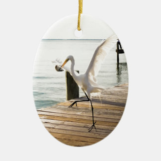 素晴らしく白い白鷺の鷲の優雅に軽食 セラミックオーナメント