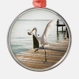 素晴らしく白い白鷺の鷲の優雅に軽食 メタルオーナメント
