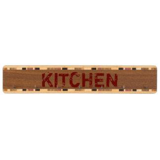 素朴で赤い台所鍵の棚 くるみ 鍵掛け