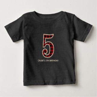 素朴で赤い黒いバッファローの格子縞の第5誕生会 ベビーTシャツ