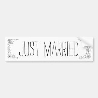 素朴なたった今結婚しましたのバンパーステッカー バンパーステッカー