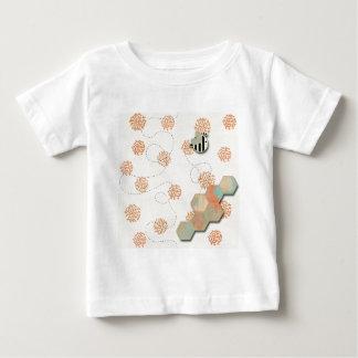 素朴なのまわりにの蜜蜂の巣 ベビーTシャツ