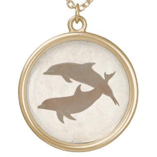 素朴なイルカのビーチ結婚式 ゴールドプレートネックレス