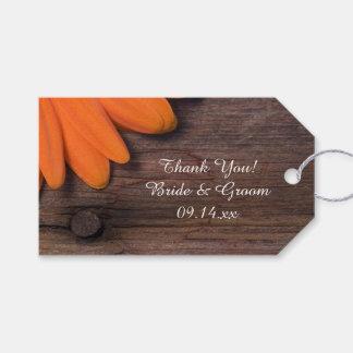 素朴なオレンジデイジーの国の納屋の結婚式の引き出物のラベル ギフトタグ