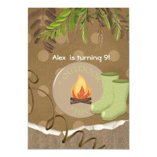 素朴なキャンプのパーティーの誕生日の招待状 カード