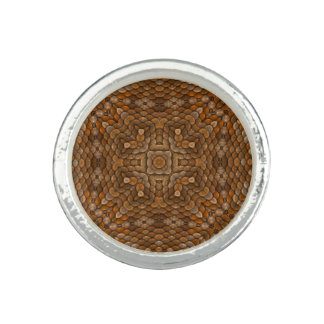 素朴なスケールの万華鏡のように千変万化するパターンのカスタムのリング 指輪