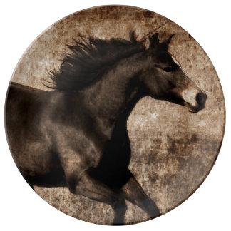 素朴なセピア色の疾走する馬 磁器プレート