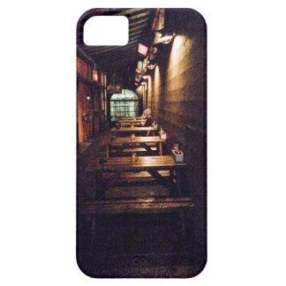 素朴なドアおよびテーブル-ポートランド、または iPhone SE/5/5s ケース
