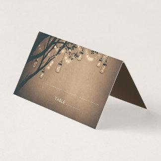 素朴なメーソンジャーは木の結婚式をつけます プレイスカード