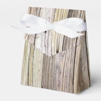 素朴な古さびを持つ風化させた木製板 フェイバーボックス