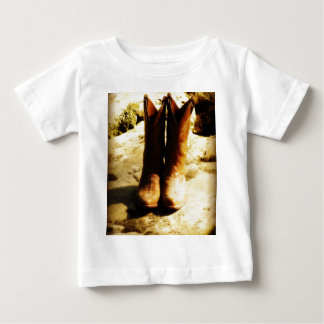 素朴な国の日光の西部のカウボーイ・ブーツ ベビーTシャツ