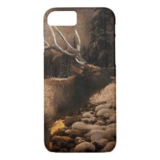 素朴な小屋のコテッジの森林山のオオシカ iPhone 8/7ケース
