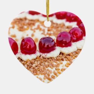 素朴な木のさくらんぼが付いているブランクフルトの王冠のケーキ セラミックオーナメント