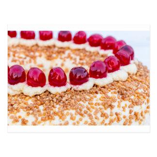 素朴な木のさくらんぼが付いているブランクフルトの王冠のケーキ ポストカード