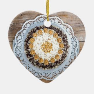 素朴な木のアーモンドのナットのケーキ セラミックオーナメント