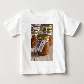 素朴な木のタマネギのパイナップルチャツネ ベビーTシャツ