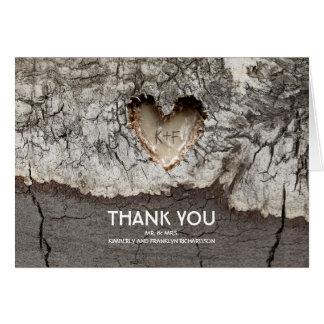 素朴な木の木製のハートの結婚は感謝していしています カード