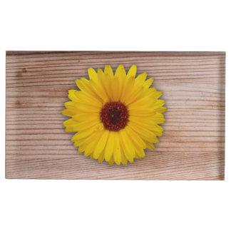 素朴な木板のヒマワリのマリーゴールド テーブルカードホルダー