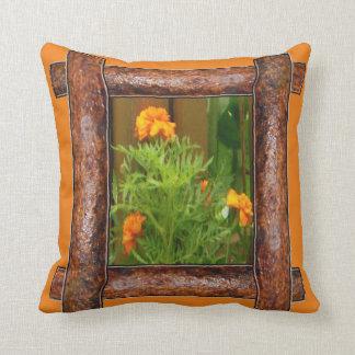 素朴な木製のオレンジ花 クッション