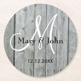 素朴な木製の灰色の結婚式のモノグラム ラウンドペーパーコースター